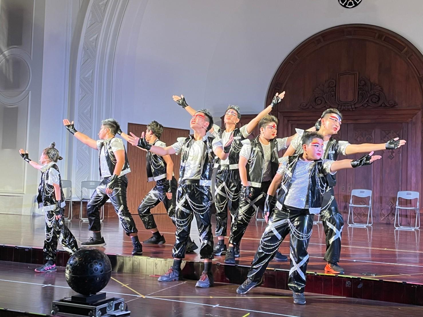 【年度公演】跟我們一起說! 搖滾萬歲! We Will Rock You!