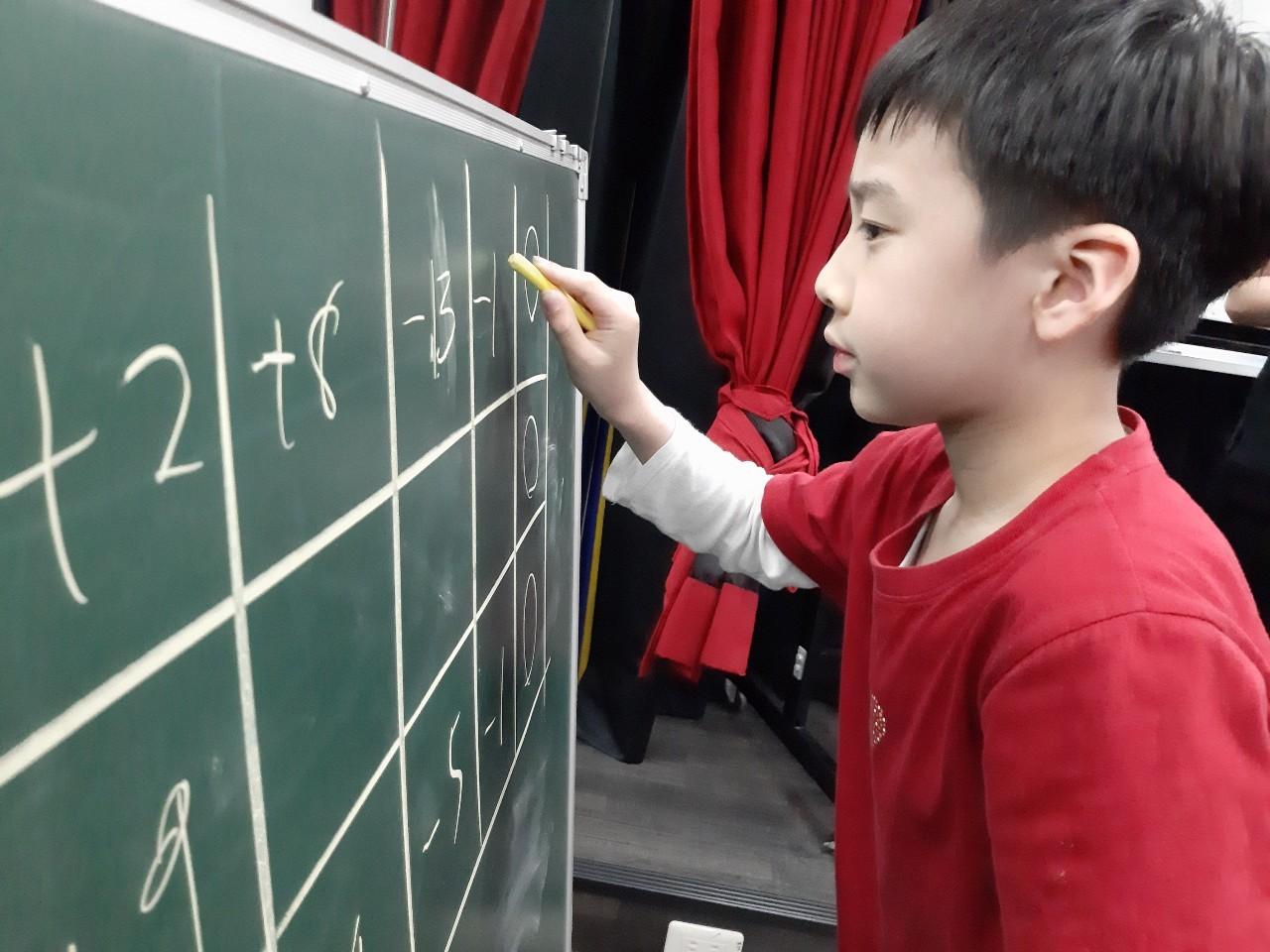 【資優獵鷹班】(新竹) Lesson 3. 數字組合邏輯